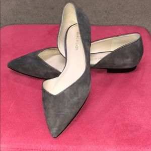 Marc Fisher flats in Gray size 7 NWOT